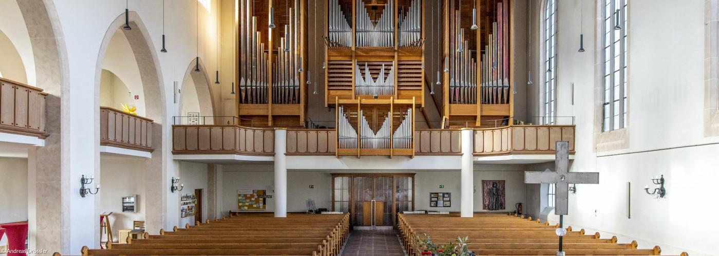 CK innen mit Orgel